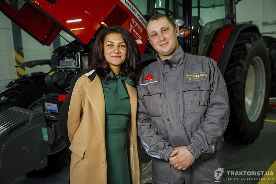 Наталія Жильнікова, керівник відділу продажів «Бізон-Тех», разом з сервісним інженером