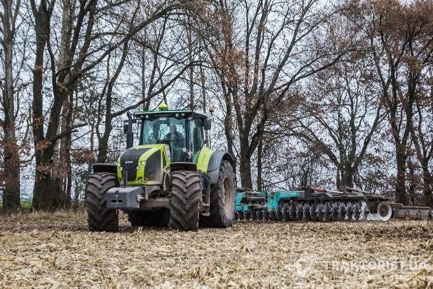 Трактор Claas Axion