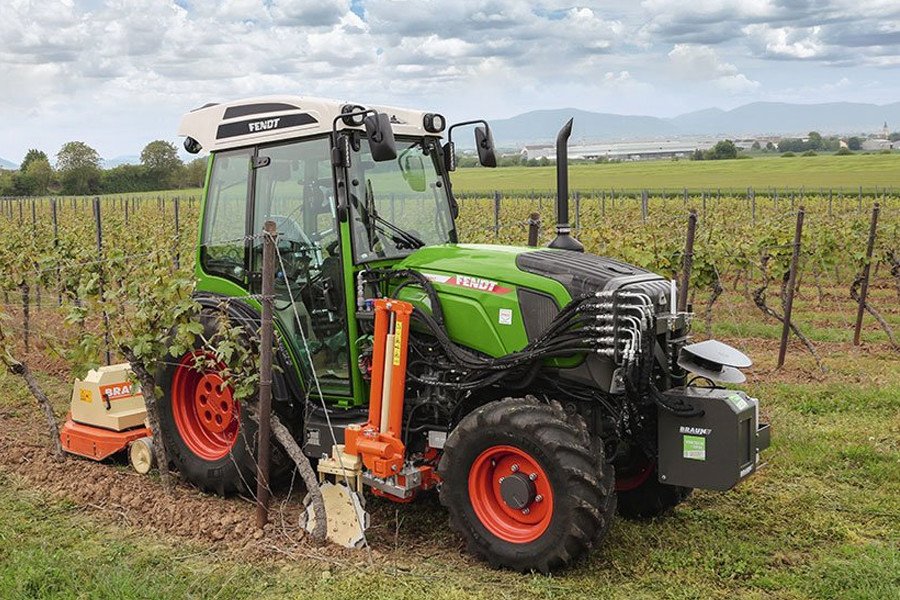 Система автоматичного управління транспортом та навісним обладнанням у виноградарстві (джерело: agritechnica.com)