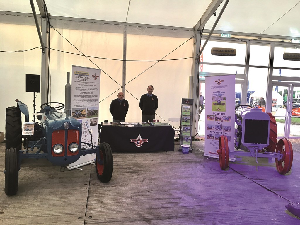 Тракторы Fordson серии F и Fordson Dexta на стенде компании New Holland на виставке LAMMA