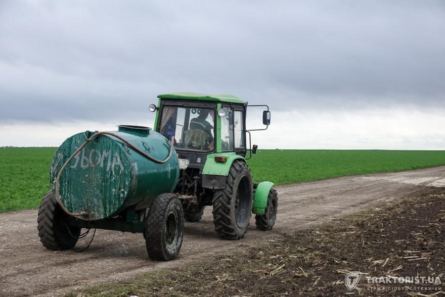 Трактор Кий в роботі